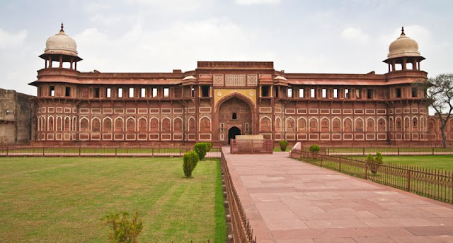 قلعة أجرا الحمراء في الهند Agra Fort in India
