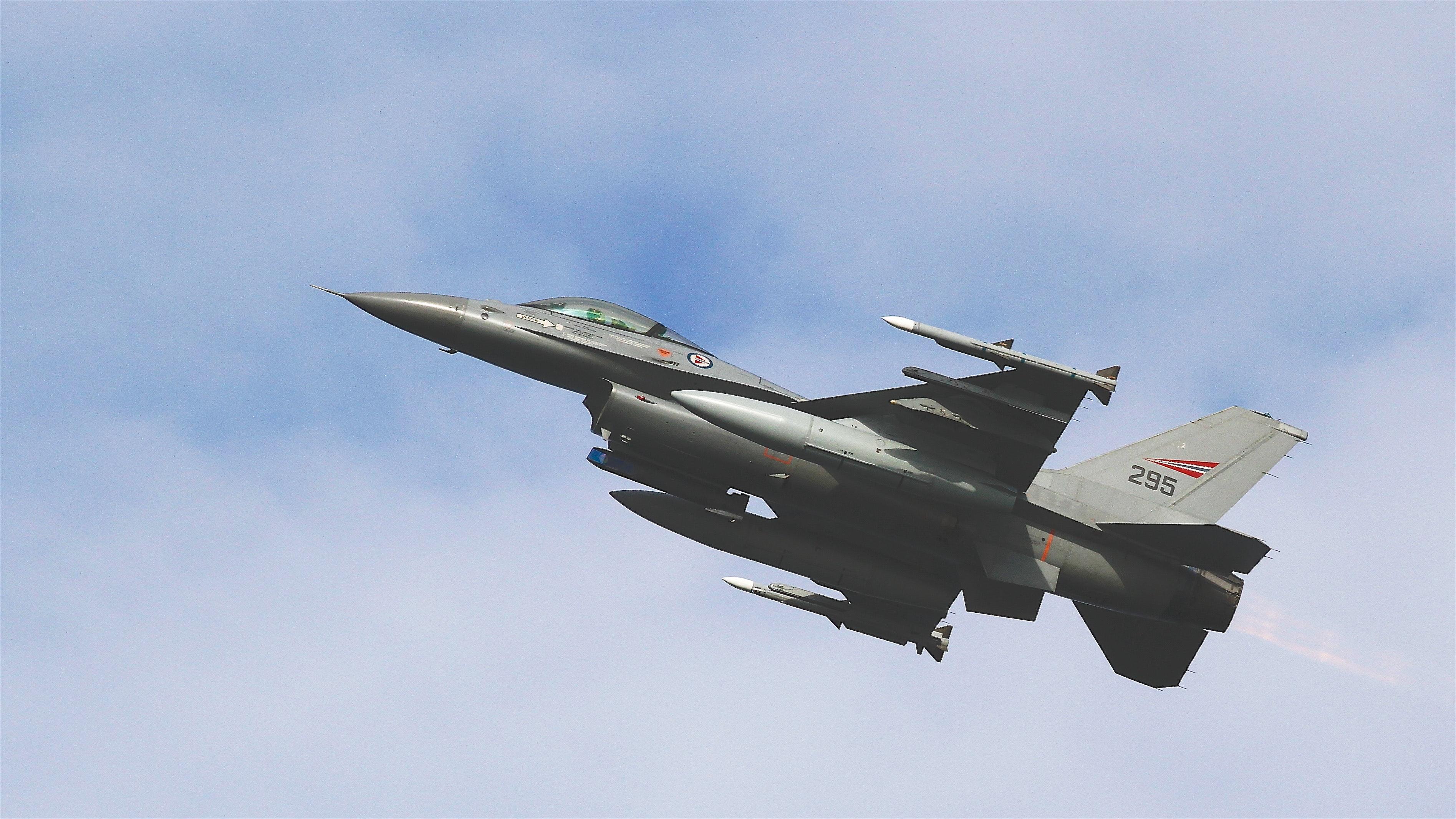 General-Dynamics-F-16-Fighting-Falcon