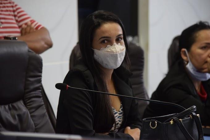 Vereadora Dorinha do Córrego solicita sinalização de trânsito nas ruas de Grossos