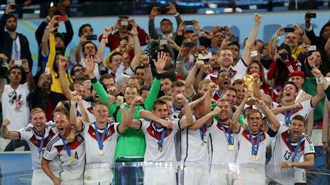 Thủ thành Neuer bất ngờ là một trong 3 ứng viên cuối cùng của giải thưởng QBV FIFA 2014