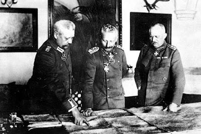 Plana mayor del Imperio alemán, evaluando la situación militar.