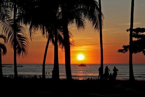 playa-tamarindo-atardecer