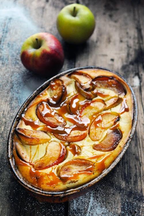 Le samedi c'est retour vers le futur... Petit flan très pommes et pom pom pom… parce que la pomme c'est bon pour tout !