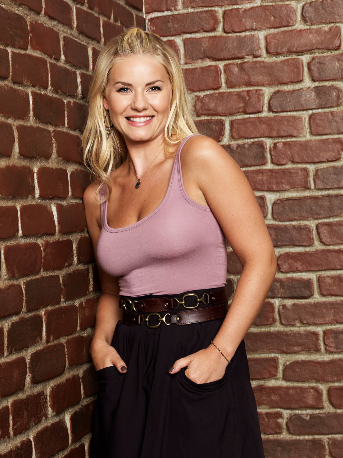 Elisha Cuthbert Latest Photos: Elisha Cuthbert Poses For The Happy Endings Promo In A