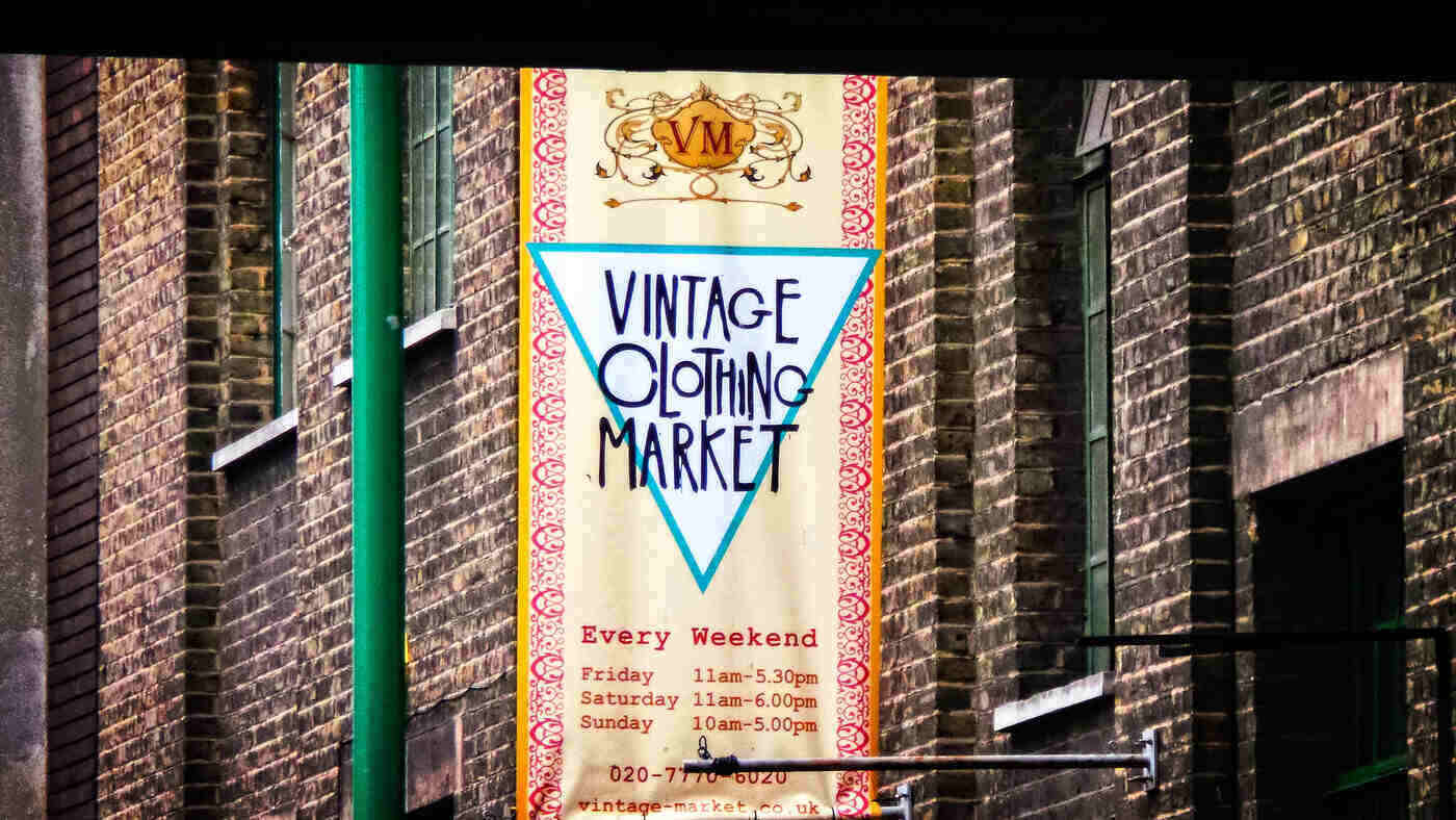 sign for vintage clothing market - consignment and fashion's circular economy