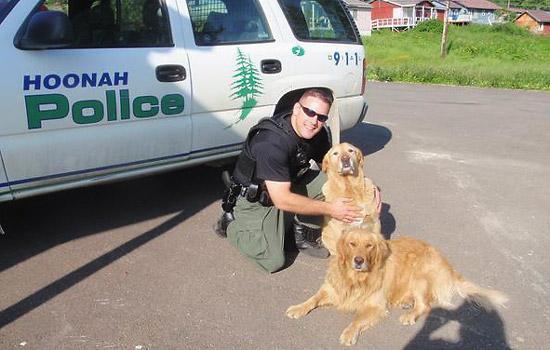 El policía sordo Anthony Wallace de Alaska