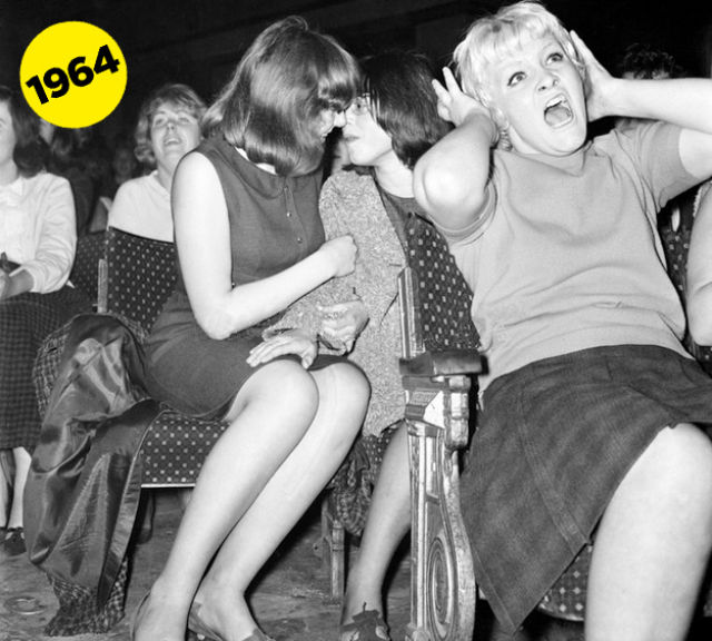 Face-Off Beatles Fangirls From 1964 And 1965  Vintage -7500