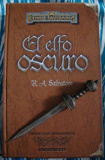 Portada de la edición ómnibus de la trilogía El elfo oscuro, de R. A. Salvatore
