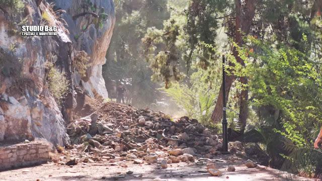 Δ. Κωστούρος: Από διάβρωση λόγω διαρροής αγωγού της ΔΕΥΑΝ η κατολίσθηση (βίντεο)