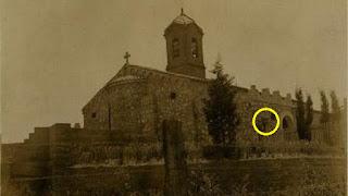 En esta foto del 1931, el baptisterio ya está construido