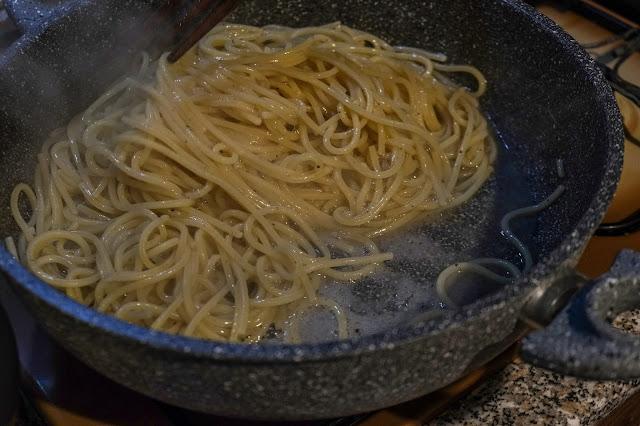 Rilascio dell'amido della pasta per creare cremosità