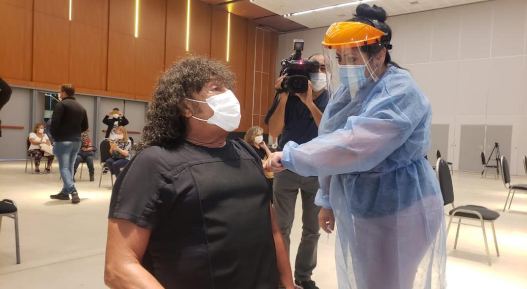 """La Mona Jiménez hizo la fila y recibió la vacuna contra el coronavirus en Córdoba: """"Lo hice como un ciudadano más, no soy VIP"""""""