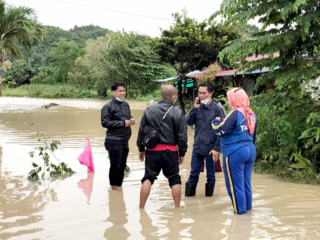 Wakil Walikota Batam Intruksikan Bawahannya Untuk Monitoring dan Turun meninjau Masyarakat Yang Terdampak Banjir