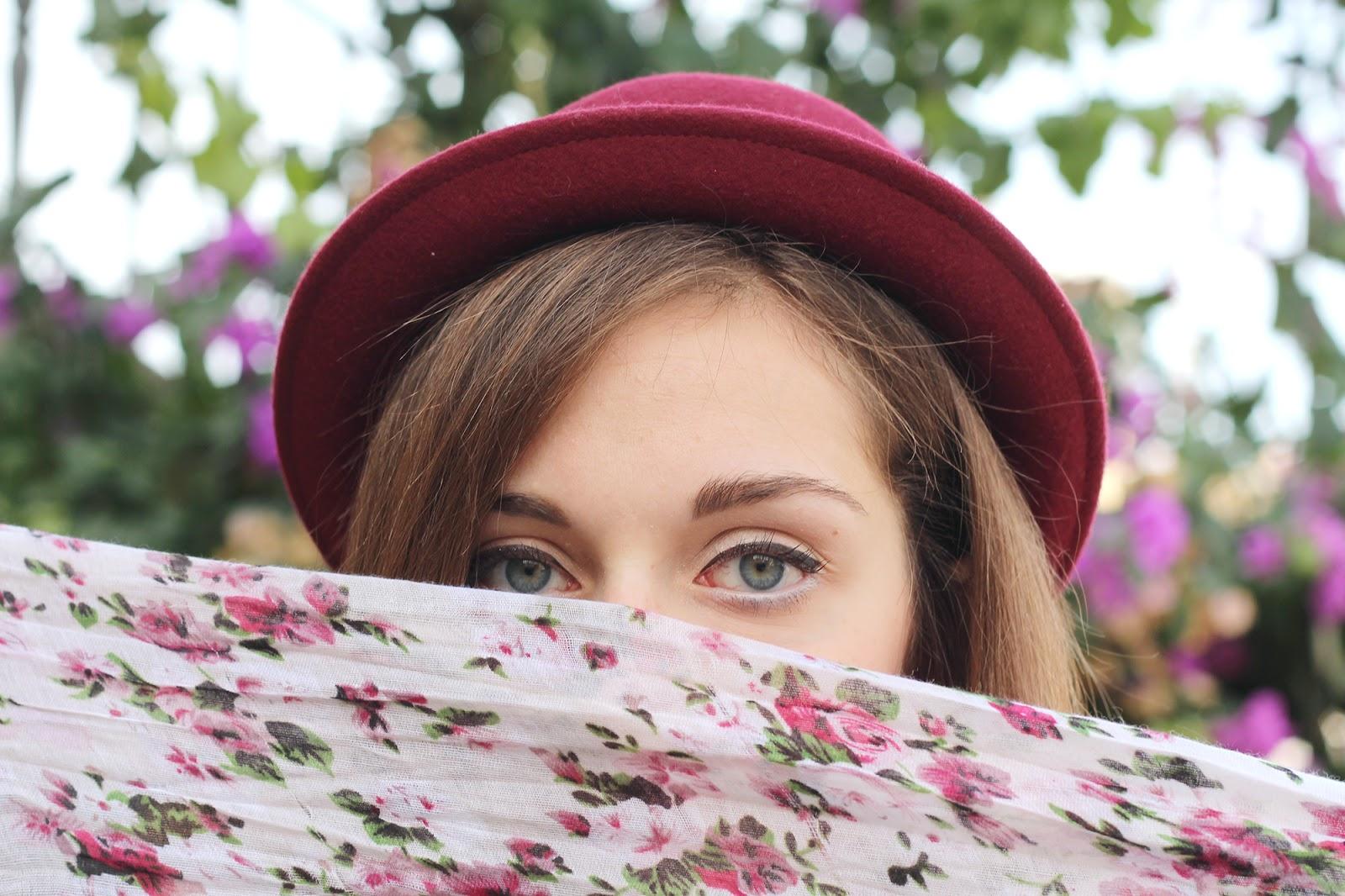 italian girl fashion blogger hat cappello occhi eyes light flowers fashion