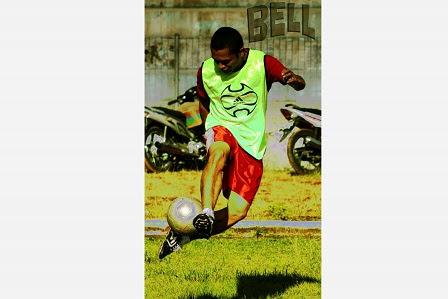 main bola paskah