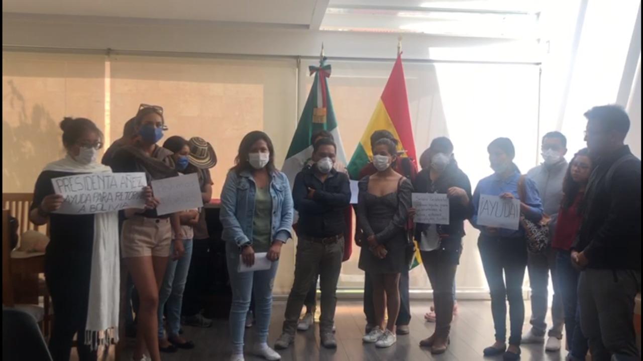 La delegación de estudiantes de Bibliotecología de la UMSA que quedó varada en México