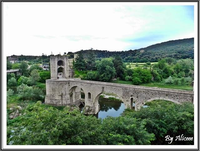 besalu-spania-oras-medieval-pod