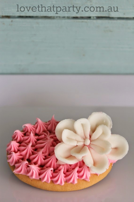 Pretty little Cherry blossom Cookies - NO BAKE! via Love That Party. www.lovethatparty.com.au