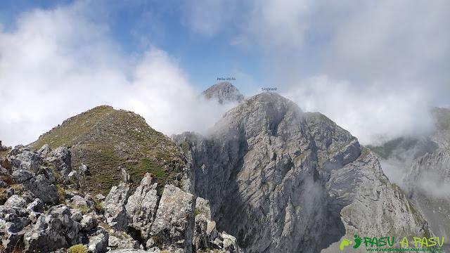 Vista del Tapinón hacia el Siegalavá y Peña Ubiña