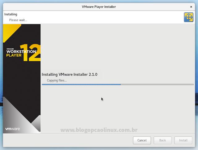Aguarde enquanto o VMware Workstation Player instalado é instalado no sistema...