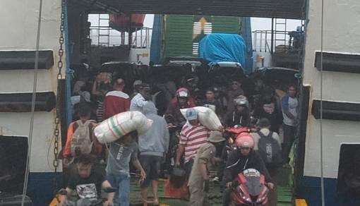Hingga H - 4, Ribuan Pemudik Dan Ratusan Kendaraan Pribadi, Tiba Di Pelabuhan Pamatata Selayar