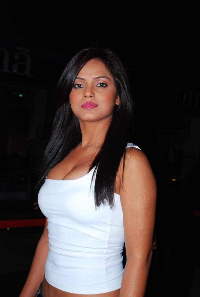 Neetu Chandra Hot, Hot Neetu Pics  Bollywood Actress Hot Pics-9613