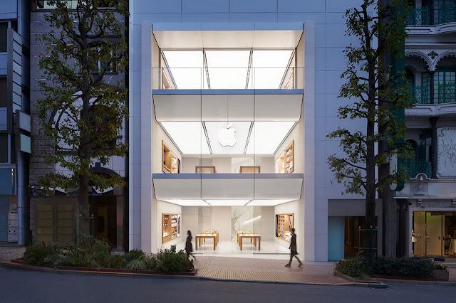 edificio contemporáneo de 3 niveles blanco, tienda de apple tokio
