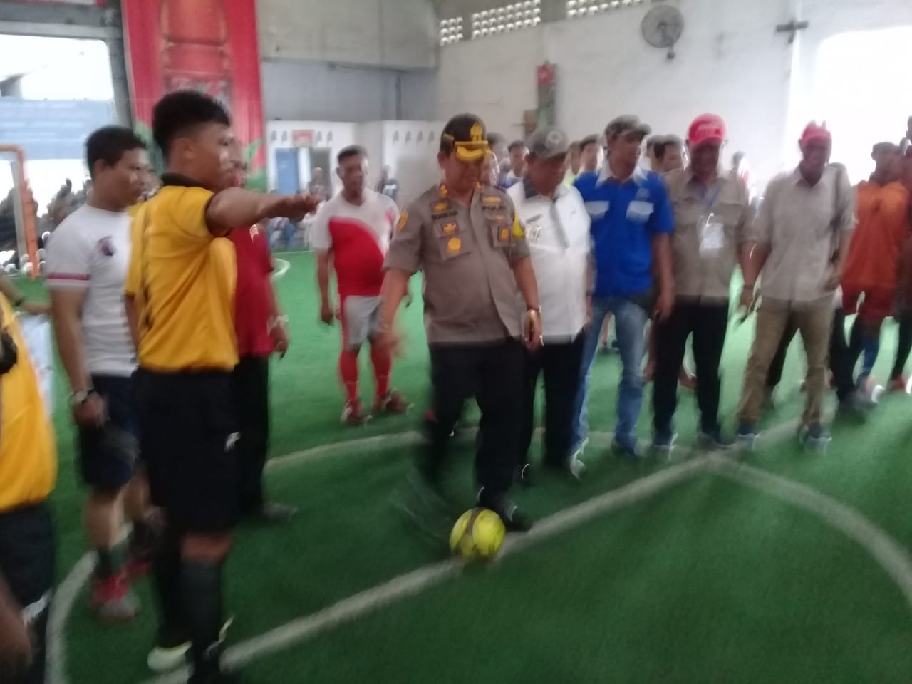 Kapolres Pelabuhan Belawan AKBP Ikhwan Lubis  melakukan tendangan perdana