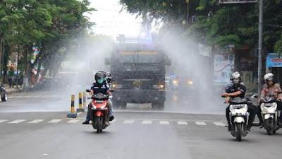 Cegah Penyebaran Covid-19, Forkopimda Lamongan Turun Jalan Semprotkan Disinfektan
