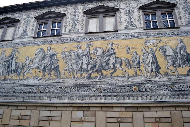 «Хода князів» - найдовше панно з порцеляни у світі. Дрезден, Німеччина (Fürstenzug. Dresden, Germany)