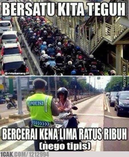 Pengendara Motor Lucu Cuman Ada di Indonesia 1