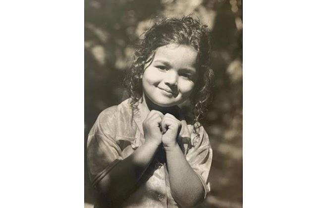 आलिया भट्ट ने शेयर किया अपना बचपन की तस्वीर, कुछ प्यार फैलाने की कोशिश