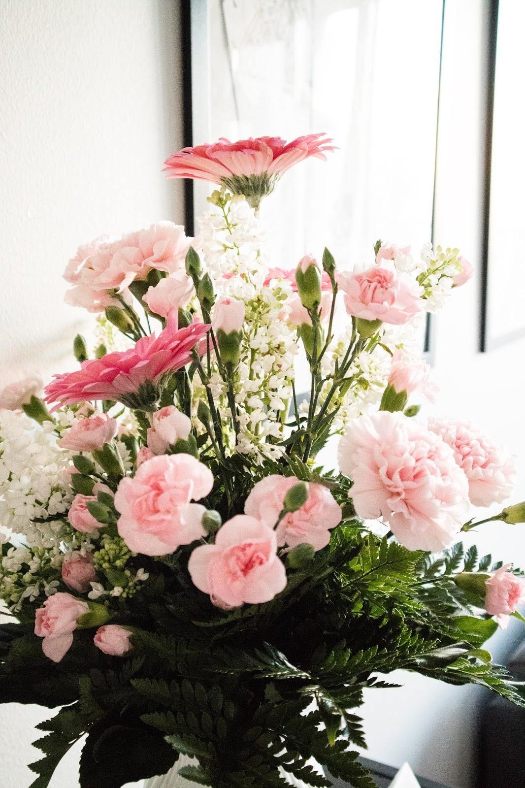 ristiäiset, nimijuhla, nimiäiset, vauva, vauvavuosi, kukka-asetelma, kukat
