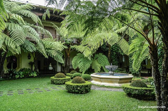 Pátio colonial em Antigua, Guatemala