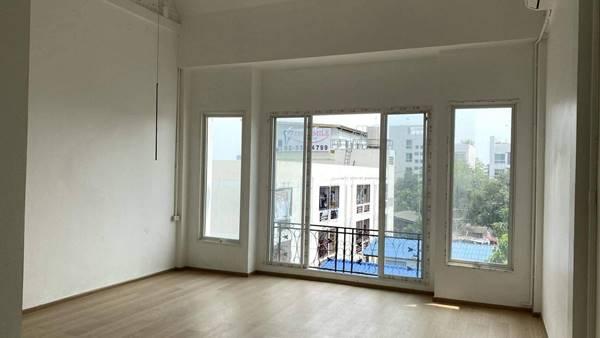 ขายอาคารพาณิชย์ 3 ชั้น เจ้าของขายเอง โซนลาดพร้าว ใกล้ทางด่วน BTS