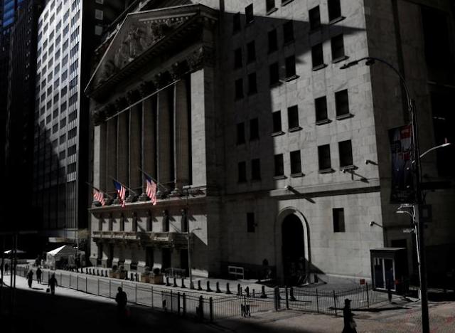 الأسهم ، السندات تنخفض ، الدولار ثابت مع تلاشي مخاوف الاحتياطي الفيدرالي