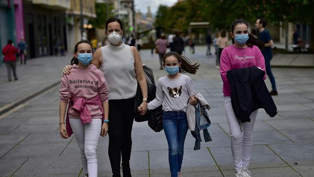 Los menores de 14 años pueden salir a la calle en España a partir de este domingo