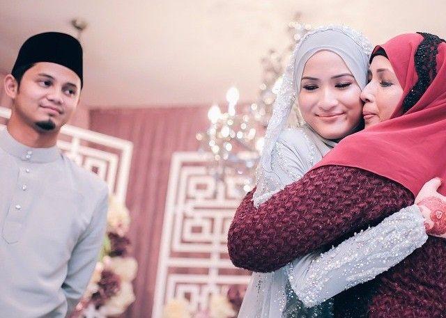 Muslimah, Inilah Yang Harus Kamu Lakukan Apabila Pasanganmu lebih Menyayangi Orangtuanya
