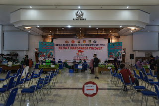 Bersiap Kuliah Offline, Mahasiswa UMS Mendapat Kuota Vaksin dari Polresta Surakarta Melalui BEM UMS dan UNISRI