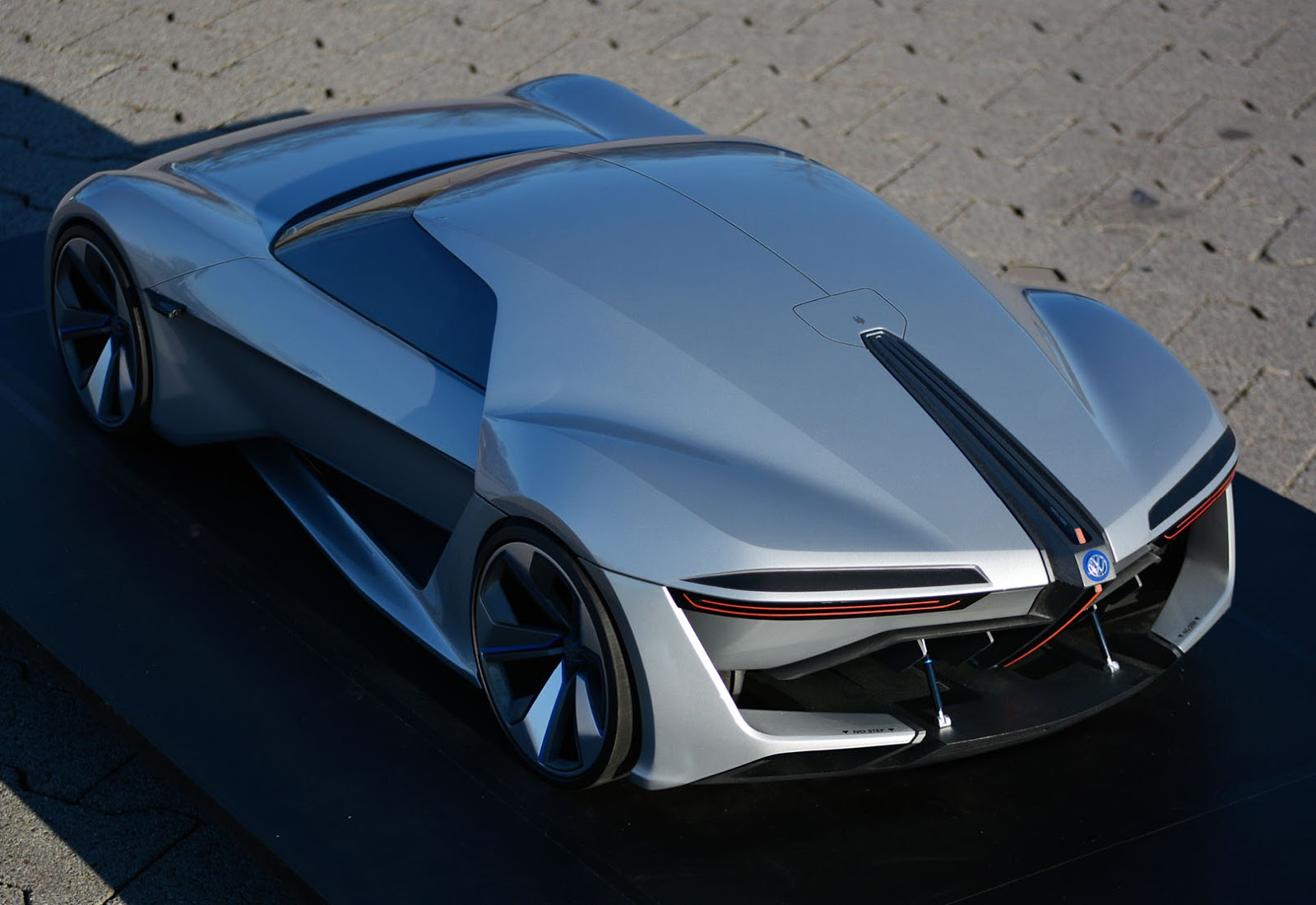 vw gt ge is a company sponsored thesis for sports ev carscoops. Black Bedroom Furniture Sets. Home Design Ideas