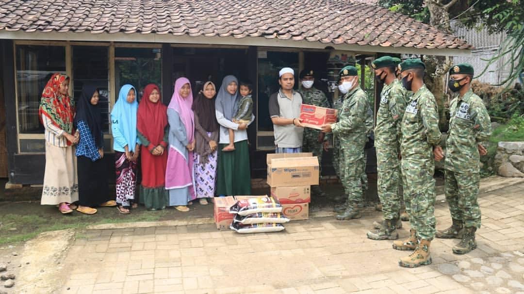 Yonif Raider 514 Divif 2 Kostrad  Anjangsana ke Pondok Pesantren di Bondowoso