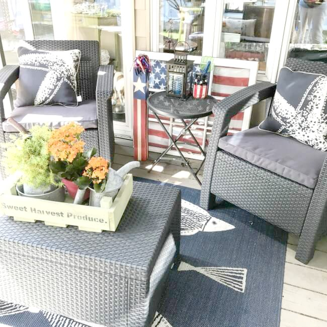 Small sized deck furniture set