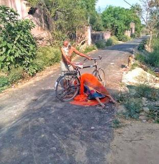 सायकिल पर लाश.... श्मसान की तलाश ! | #NayaSaberaNetwork