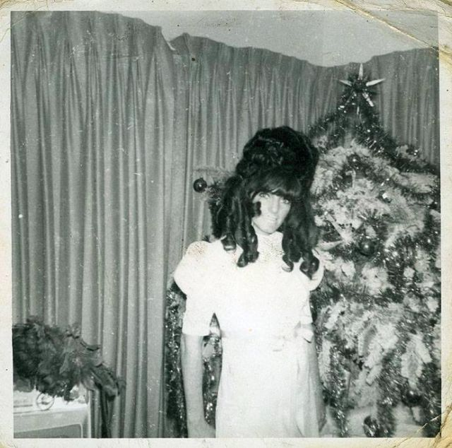20 Candid Vintage Snapshots That Show What Christmas