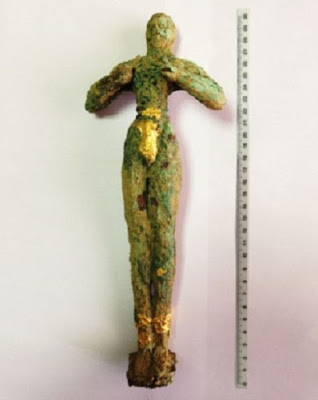 Four arrested trying to sell priceless Minoan statuette
