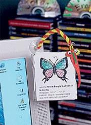 Hands-Free Paper Holder