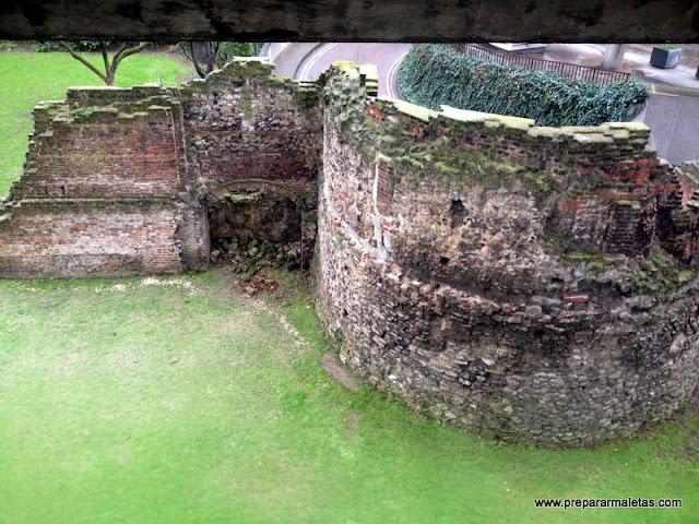 restos romanos de Londres, muralla de la City
