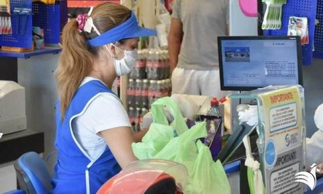COVID-19 en Mendoza: el Gobierno y el CEC acordaron vacunar empleados de supermercados