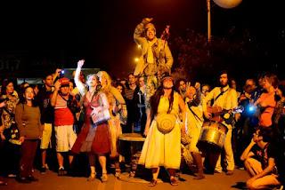 """Espetáculo de rua """"Terra abaixo, rio acima"""" será apresentado no Boqueirão Sul na sexta 09/08"""