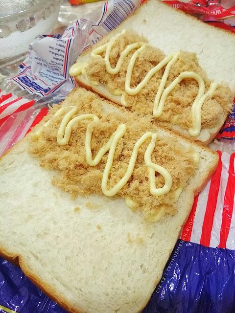roti dengan chicken floss
